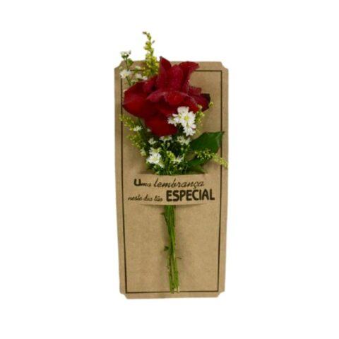 Rosa individual no cartão com mensagem